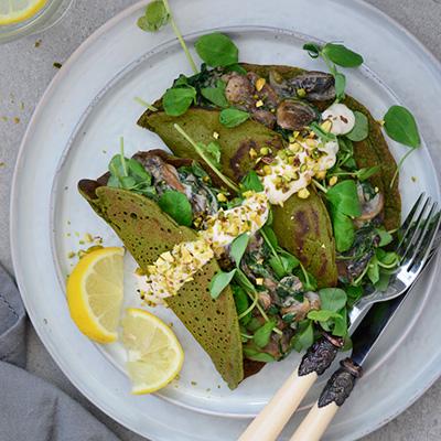 Vegan & gluten free spinach wraps via Fit Foodie Nutter