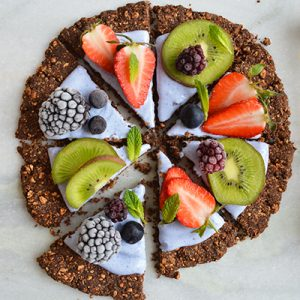 Gluten-free-&-vegan-granola-breakfast-pizza