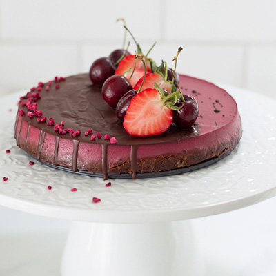 Vegan strawberry mousse cake via @fit.foodie.nutter #glutenfree #nosugar #vegan #vegancake #vegandessert #cleaneating #cleanrecipes