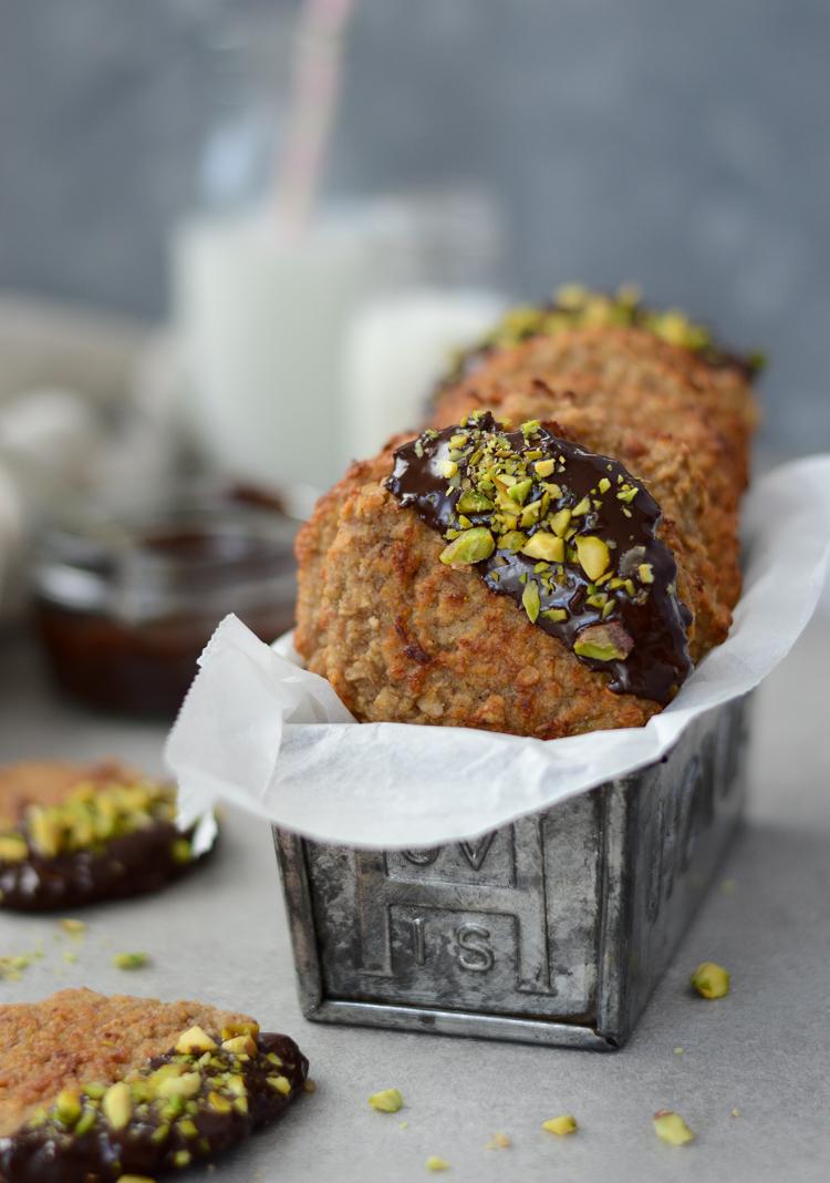 Healthy banana, peanut butter & oat cookies (vegan, gluten free) via Fit Foodie Nutter