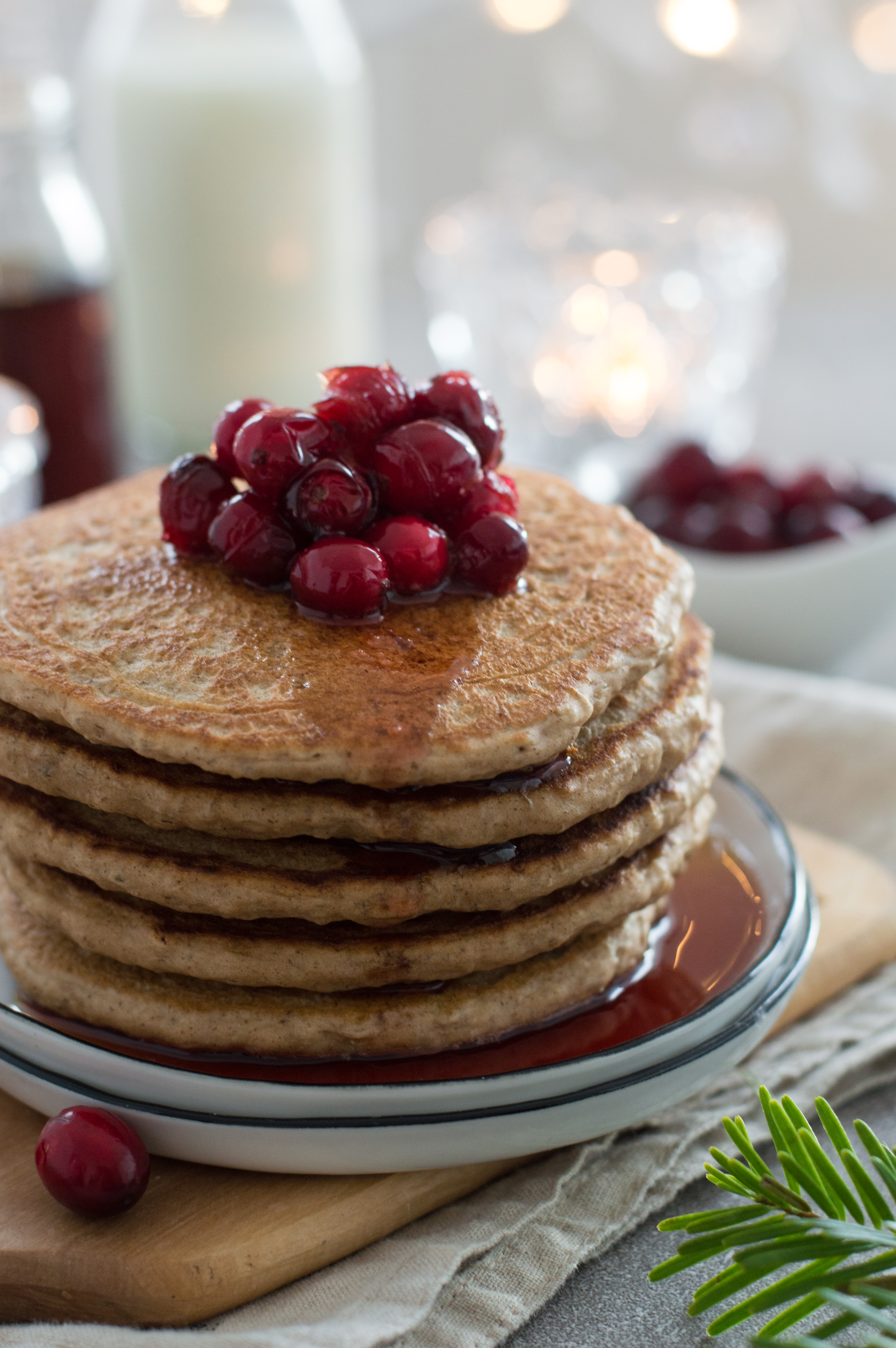 Vegan gingerbread pancakes with warm cranberry sauce – perfect Christmas breakfast or brunch for the festive season | via Fit Foodie Nutter