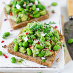THE BEST HIGH-PROTEIN VEGAN AVOCADO TOAST WITH EDAMAME BEANS